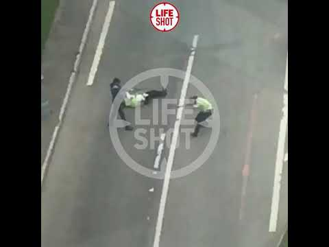В Москве таксист устроил перестрелку с гаишниками (ВИДЕО)