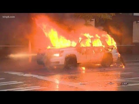 В США в ходе беспорядков массово жгут полицейские машины (ФОТО, ВИДЕО)