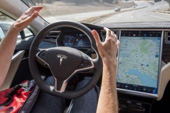 Tesla оказалась последней в рейтинге крупнейших разработчиков автопилотов
