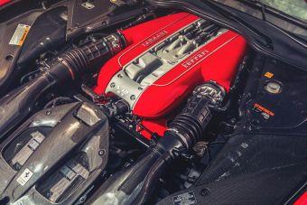 Ferrari не собирается «хоронить» свой атмосферный двигатель V12