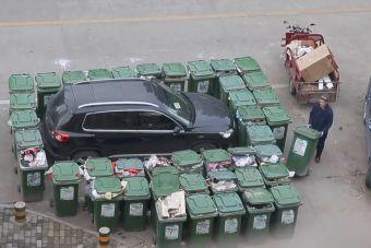 Автомобилистов начнут штрафовать за парковку рядом с мусорными баками