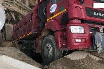 В Ивановской области под тяжестью КАМАЗа рухнул мост