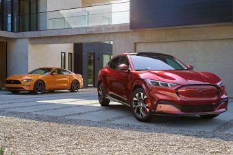 Ford уже выпускает больше электрических Мустангов, чем бензиновых