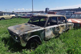 В Красноярском крае пьяный водитель во время задержания поджег свою машину