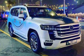 Фотофакт: в ОАЭ полиция начала использовать Land Cruiser 300