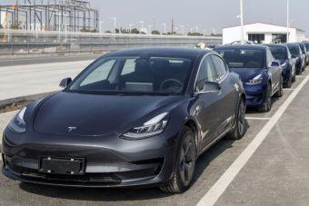 Анализ: при каком пробеге электромобили становятся «чище» бензиновых машин