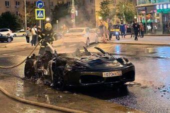 В Москве в ДТП сгорел Ferrari (ВИДЕО)