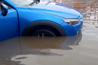 Ливни затопили дороги Иркутска (ВИДЕО)
