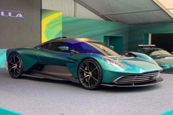 Aston Martin представил первый серийный подзаряжаемый гибрид в своей истории
