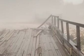 В Хабаровском крае смыло автомобильный мост через реку