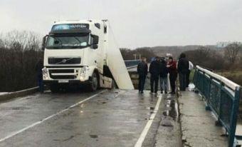 Адвокат и прокуратура одновременно обжалуют приговор водителю фуры, под которой обрушился мост в Приморье
