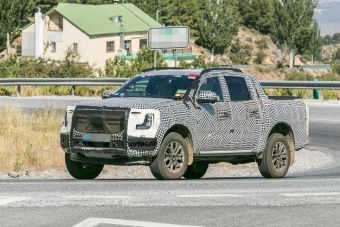 Ford выкатил на тесты подзаряжаемую версию пикапа Ranger нового поколения