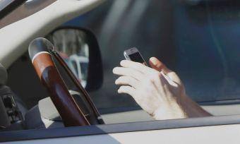 88% автолюбителей России пользуются телефоном за рулем