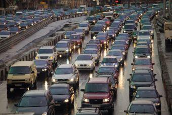 Треть автолюбителей России ежегодно тратят неделю своего времени на пробки