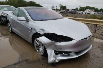 В США регулятор изучит аварии с участием Tesla на автопилоте
