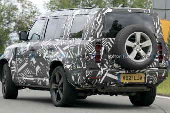 Трехрядный Land Rover Defender 130: первые фотографии прототипа