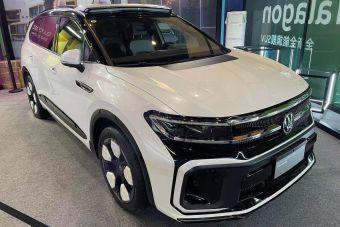 На мотор-шоу в Чэнду показали гигантский кроссовер Volkswagen с необычным дизайном (ФОТО)