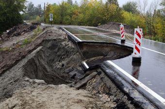 В Брянске ремонтируют обрушившуюся дорогу, открытую чиновниками с парадом и оркестром