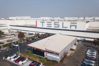 Чернокожий лифтер отсудил у Tesla $137 млн за расизм на заводе